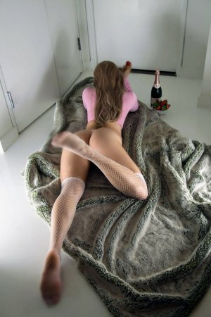 Llona nuru massage & shemale escort girls