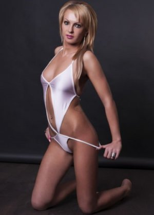 Karlie thai massage in New London & shemale call girl
